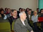 В зале друзья и коллеги юбиляра. За спиной юбиляра - С.Б. Покровский, справа - Ю.И. Михалевич.